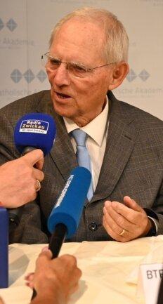 Wolfgang Schäuble war am Mittwochabend im Haus der Sparkasse in Zwickau ein gefragter Gesprächspartner, nicht nur für die Medienvertreter.