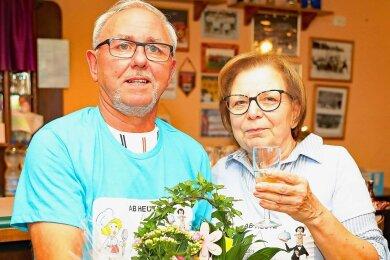 Karin und Peter Kämpfe haben sich am Samstag nach 15 Jahren aus der Sportgaststätte in Mannichswalde verabschiedet.