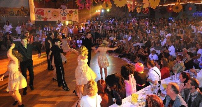 """<p class=""""artikelinhalt"""">Der KFC hatte zur Rosenmontagsparty den letzten Tanz der Saison: Das Vorbild """"Dirty Dancing"""" wurde dabei noch getoppt. </p>"""