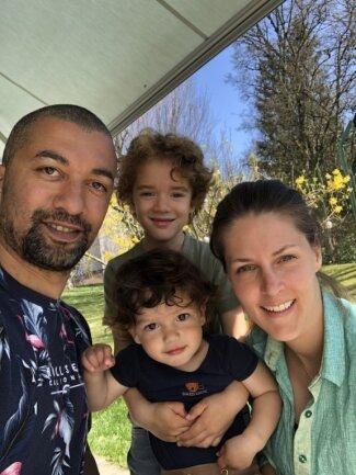 Robin Szolkowy lebt mit seiner Ehefrau Romy und den beiden Kindern Henry (viereinhalb Jahre) und George (eineinhalb) seit vergangenem Sommer in Zumikon nahe Zürich. Er arbeitet als Trainer.