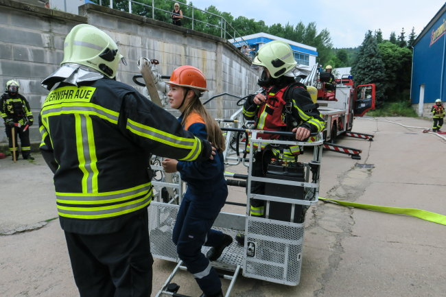 Dabei ging esum die Rettung von Menschen aus einem brennenden Gebäude.