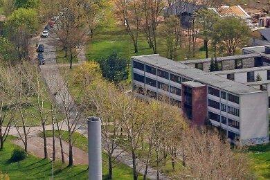 Vergangene Zeiten: Auf dem Foto ist noch die Gagarinschule im Zwickauer Stadtteil Eckersbach zu sehen, die 2017 abgerissen wurde. An dem Standort wollte man eine neue Oberschule bauen. Doch daraus wird nichts.