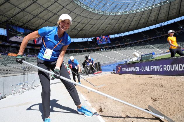 die ehemalige deutsche Weitspringerin Heike Drechsler ist bei der EM als Kampfrichterin im Weit- und Dreisprung im Einsatz.