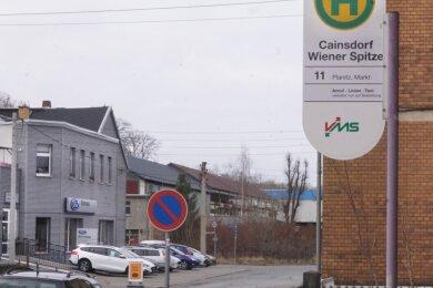 Die Haltestellenschilder entlang der Linie 11 sollen demnächst wieder entfernt werden. Die Busverbindung wurde wegen fehlender Fahrgäste eingestellt.