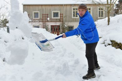"""Mirko Espig aus Linda ganz privat: """"Auch beim Schnee schippen muss man immer am Ball bleiben."""""""