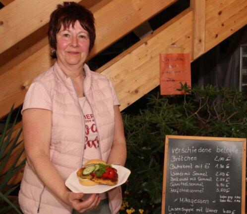 Schnitzel mit Kartoffelsalat - das war gestern bei Sabine Neef in Irfersgrün heiß begehrt.