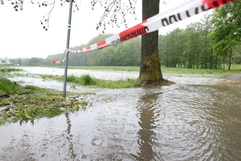 Land unter in Unterreichenau: Hier verläuft normalerweise ein Landwirtschaftsweg. Die Weida hatte sich in den Wiesen breitgemacht.
