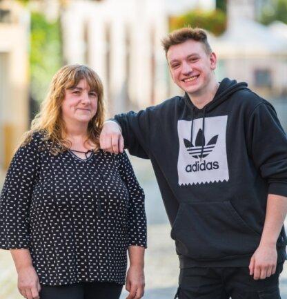 Valentin Pöhler mit seiner Mutter Carola. Mit 16 wurde bei ihm Asperger diagnostiziert. Er ist laut Ausweis zu 70 Prozent behindert.