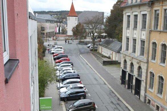 Geht es nach der Plauener Stadtverwaltung, soll an der Melanchthonstraße eine neue Tourist-Info gebaut werden. Doch so, wie sie geplant ist, wollen Bürgervertreter dem Neubau einen Riegel vorschieben.