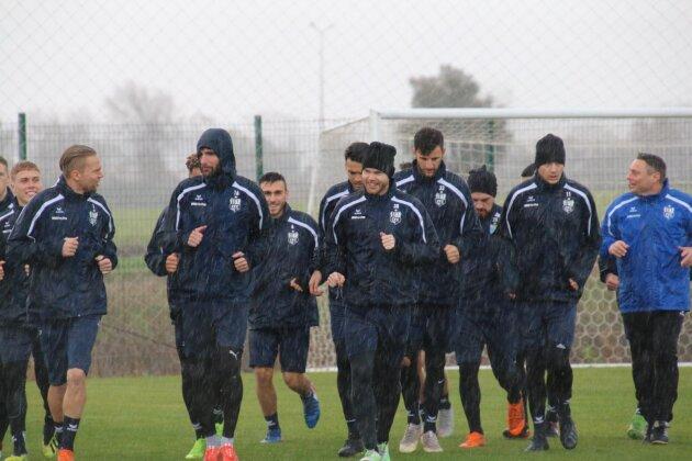 Zweistellige Plusgrade - aber Regen im CFC Trainingslager