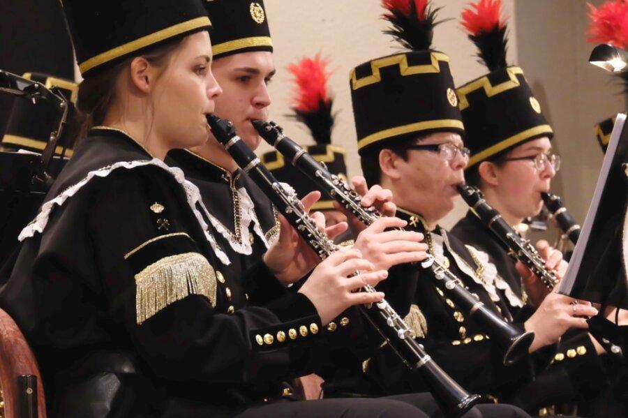 Das Oelsnitzer Bergmusikkorps setzt auf Tradition, geht aber mit einer Veranstaltungsreihe zur Bergbaugeschichte nun auch neue Wege.