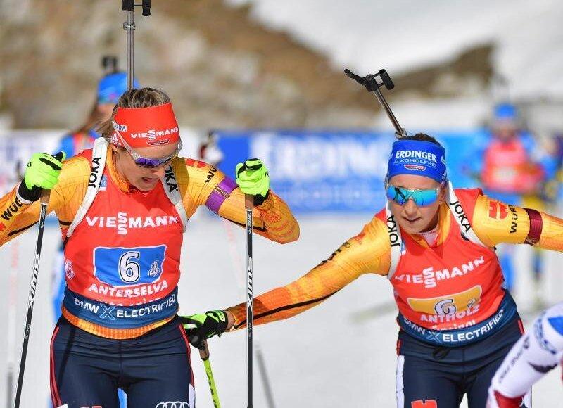 Franziska Preuss (r) bei der Übergabe an Staffel-Schlussläuferin Denise Herrmann.