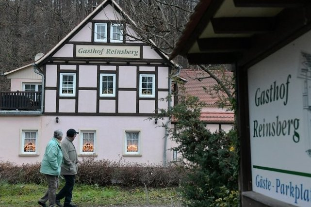 Der Gasthof Reinsberg befindet sich schräg gegenüber der ehemaligen Tankstelle.