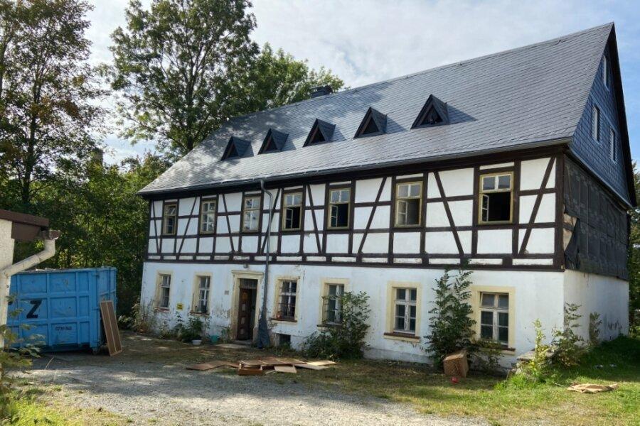 Die künftigen Eigentümer wollen das Haupthaus, Baujahr 1840, als ihr Wohngebäude nutzen. Aber auch für die beiden anderen Gebäude haben sie konkrete Pläne.