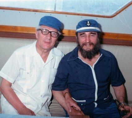 Gute Freunde: DDR-Staatschef Erich Honecker (links) und der kubanische Revolutionsführer Fidel Castro bei einem Angelausflug im Rahmen eines Staatsbesuchs Honeckers auf der Zuckerinsel im Jahre 1980.