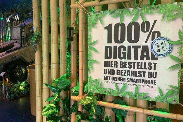 Ein Restaurant im nordrhein-westfälischen Ahaus, in dem die Gäste mit dem Smartphone bestellen und auch bezahlen.