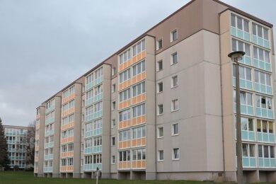 Das Lugauer Plattenbaugebiet am Steegenwald soll attraktiver gemacht werden. Mit diesem Block in der Sallauminer Straße 52 bis 60 wird die Umgestaltung und Modernisierung beginnen.
