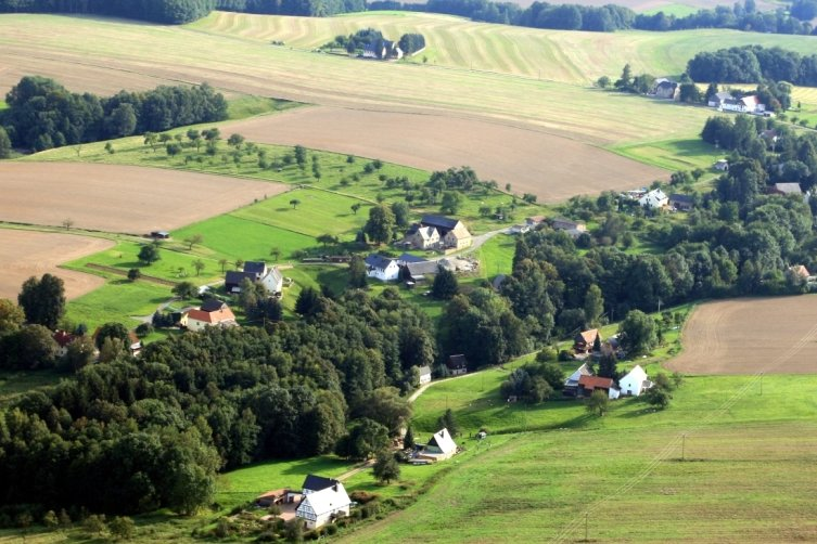 Im Burgstädter Ortsteil Helsdorf gibt es 29 Grundstücke, die Wasser aus Brunnen erhalten. Die Mehrzahl der 75 Einwohner wünscht sich einen Anschluss ans öffentliche Trinkwassernetz. Doch das ist nicht so einfach.