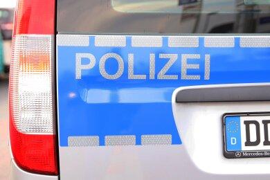 In der Nacht zum Mittwoch haben Unbekannte aus zwei Fahrzeugen in Glauchau Teile ausgebaut und sie anschließend entwendet.