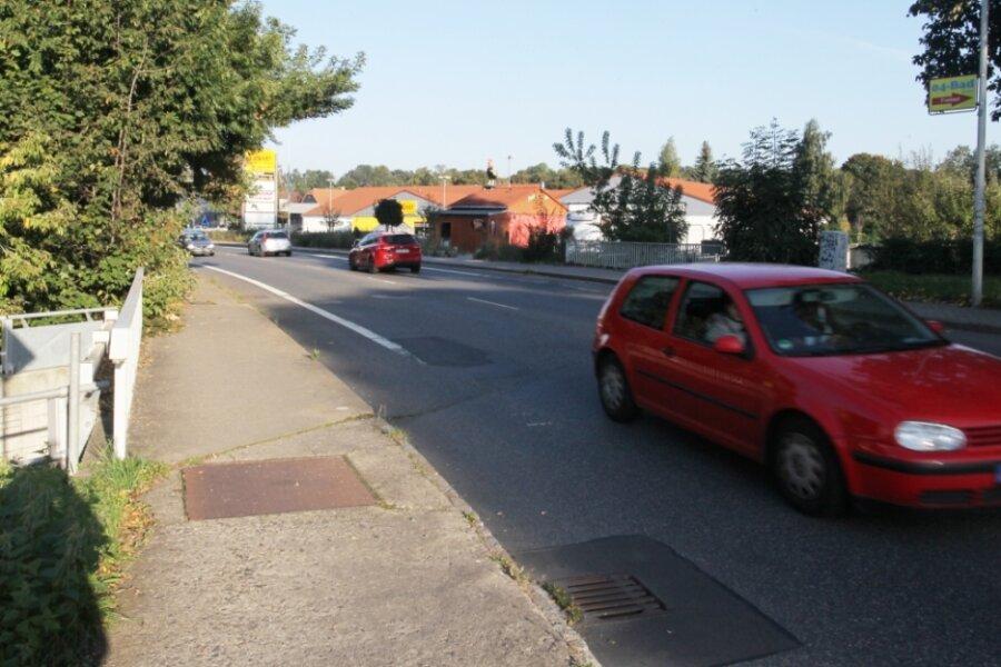Die Stadt Zwickau würde gern die baufällige Brücke instand setzen, die die Pölbitzer Straße über den Moritzbach führt. Doch dafür muss die Kommune wesentlich mehr eigenes Geld aufbringen als geplant.