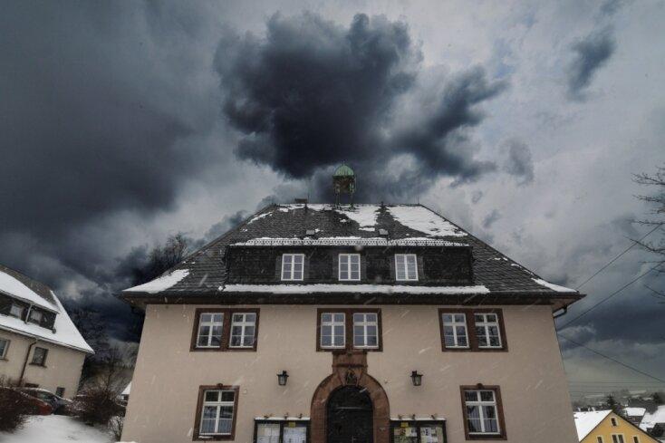 Dunkle Wolken ziehen über das Rathaus. Zwischen zwei Bürgermeistern kracht es gewaltig.