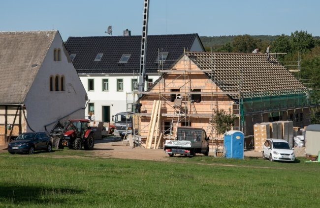 Der Neubau entsteht auf der Ostseite des Hofes in Waldenburg. Er soll unter anderem einen Seminarraum und eine Küche aufnehmen.
