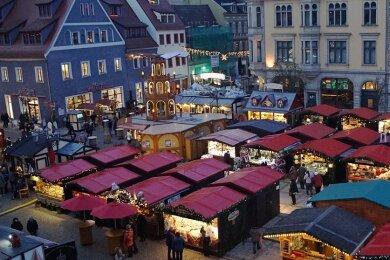2019 gab es den vorerst letzten Weihnachtsmarkt in Zwickau, der im vergangenen Jahr musste wegen der Pandemie ausfallen. Für dieses Jahr gibt es zwar bereits einen Termin, aber noch keine Garantie. Foto: A. Wohland/Archiv