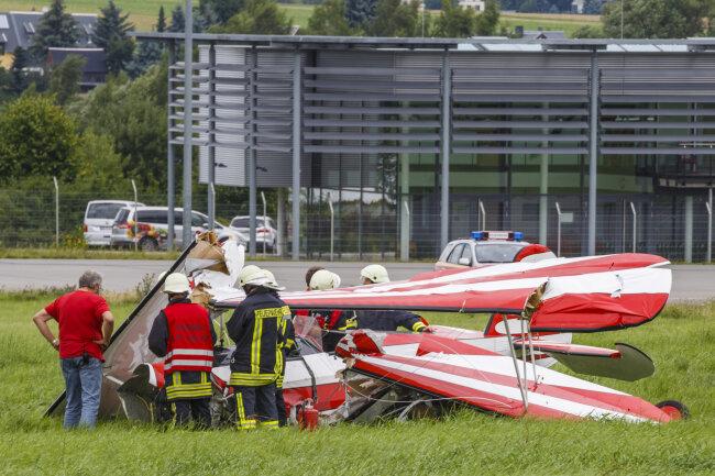 Ein Flugzeug ist auf dem Verkehslandeplatz in Jahnsdorf bruchgelandet.