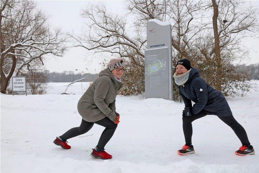 40 Kilogramm liegen zwischen dem großen aktuellen Foto und dem nächsten Foto von vor anderthalb Jahren. Brita Kießling (links) kann sich ein Leben ohne Sport nicht mehr vorstellen. Doch mit so viel Übergewicht war das früher kaum möglich. Oft trainiert sie mit ihrer Freundin Anja Ostwald (rechts.)