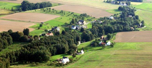 Im Burgstädter Ortsteil Helsdorf gibt es 29 Grundstücke, die Wasser aus Brunnen erhalten. Die Mehrzahl der 75 Einwohner wünscht sich einen Anschluss ans öffentliche Trinkwassernetz. Jetzt winkt eine Lösung.