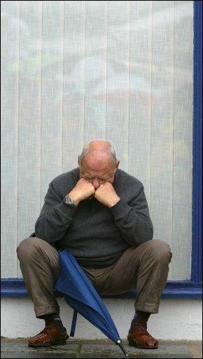 Fußball-Nationaltorwart Robert Enke ist kein Einzelfall: Etwa fünf Prozent der Bevölkerung - also etwa vier Millionen Deutsche - leiden akut an einer behandlungsbedürftigen Depression. (Archivbild)