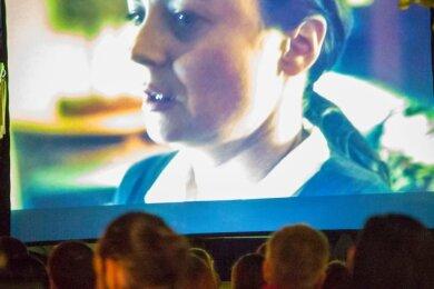 Im Stollberger Pionierpark wird es im September an drei Wochenenden Filmnächte geben. Die Veranstalter setzen auf Flair und laue Abende. Unser Bild zeigt ein Freiluftkino-Abend in Annaberg.