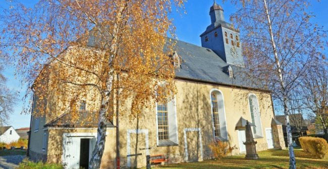 Die Ebersbrunner Kreuzkirche ist am 19. November 1820 geweiht worden.