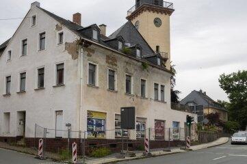 Das Gebäude, das an die B 95 grenzt, gilt aufgrund seines baulichen Zustands als Sicherheitsrisiko.