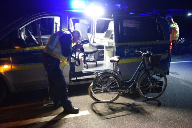 Die Polizei sucht Zeugen, die den Unfall beobachtet haben.