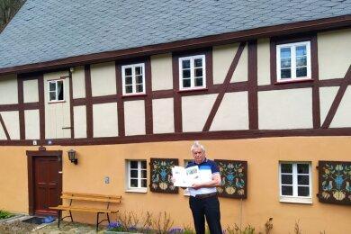 Heinz Lohse vor seinem Wohnhaus an der Muldentalstraße 49.