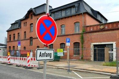 Ein Anfang bei der Sanierung des Mittweidaer Bahnhofes ist gemacht. Doch für den Bau am Nebengebäude fehlen die Fördermittel.