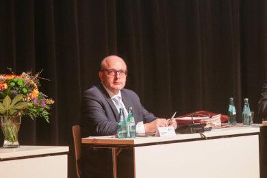 Sven Schulze (SPD) am Mittwochnachmittag kurz nach der Wahl zum Amtsverweser durch den Stadtrat. Auf eine programmatische Antrittsrede verzichtete der 49-Jährige. Sie wolle er nachholen, wenn er als Oberbürgermeister vereidigt wird, kündigte er an.