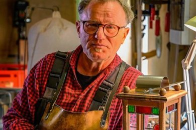 Die Zeit scheint stehen geblieben zu sein - in der Werkstatt von Joachim Schmidt, der als letzter Laternenmacher Deutschlands gilt.