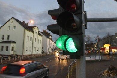 Da die Ortsdurchfahrt (ehemalige B 95) nicht mehr so viel befahren ist, soll die Ampel an der Geschwister-Scholl-Straße abgebaut werden.