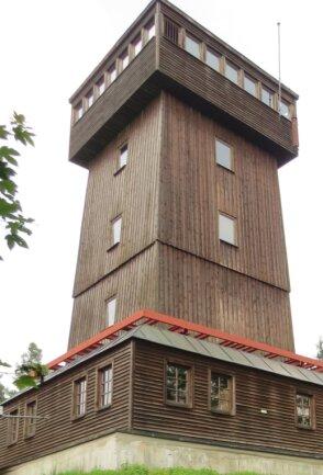 Der Kapellenbergturm bei Schönberg. Derzeit ist er nur an Wochenenden und Feiertagen jeweils von 10 bis 15 Uhr geöffnet.