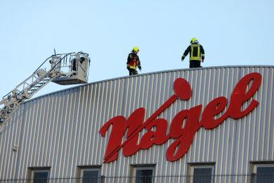 In einer Reparaturwerkstatt der Firma Baumaschinen Nagel an der Dieselstraße in Glauchau hat am Mittwochmorgen Funkenflug einen Brand ausgelöst.