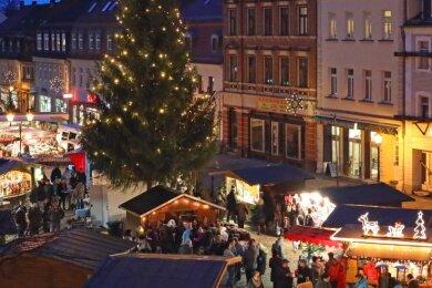 Blick über den Werdauer Weihnachtsmarkt rund um den Tannenbaum. In diesem Jahr wird das Bild etwas anderes aussehen.