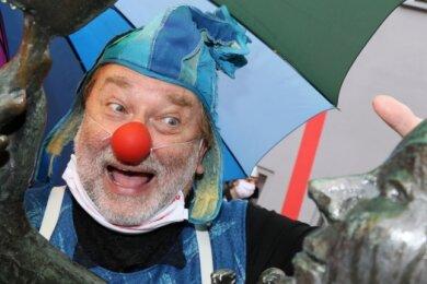 2020 hatte das Zwickauer Puppentheater noch gut Lachen bei der Parade durch die Stadt, welche die neue Spielzeit eröffnet. Doch schon damals waren Regen und Kälte schlechter Begleiter.