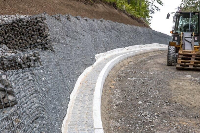 Straße zum Waldschlößchen im Oktober fertig