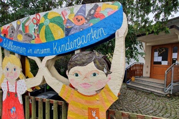 Auch die Eltern der Getzen-Knirpse, die vor der gleichnamigen Grießbacher Kita jeden Tag mit einem Lächeln empfangen werden, zahlen weiterhin die gleichen Beiträge wie bisher.