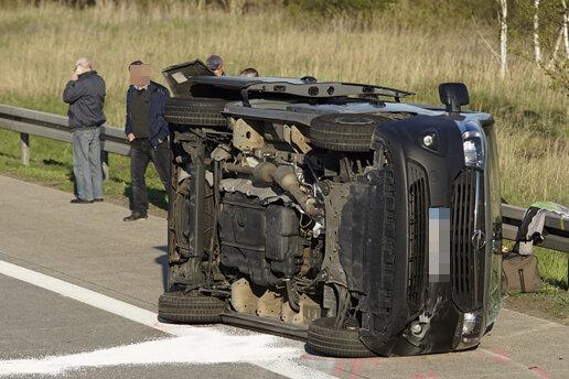 A4: Zwei Laster und zwei Transporter in Unfall verwickelt