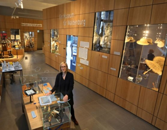 Fanny Stoye, die das Haus derzeit in Vertretung leitet, im Waldenburger Museum.