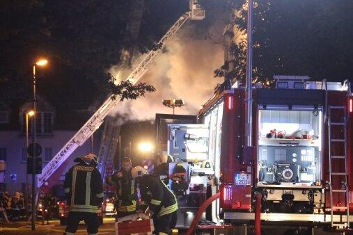 Etwa 70 Kameraden der Freiwilligen Feuerwehren aus Frankenberg, Oberlichtenau und Flöha rückten zum Löscheinsatz aus.