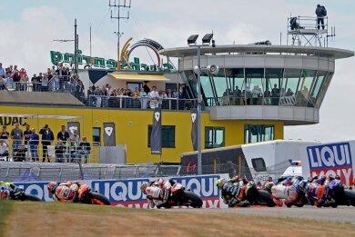 2019 kamen an den drei Grand-Prix-Tagen zusammengerechnet 201.162 Zuschauern an den Sachsenring. Wie viele es vom 18. bis 20. Juni 2021 werden, ob überhaupt Fans die Rennen der Motorrad-WM vor Ort sehen können, das ist noch völlig offen.